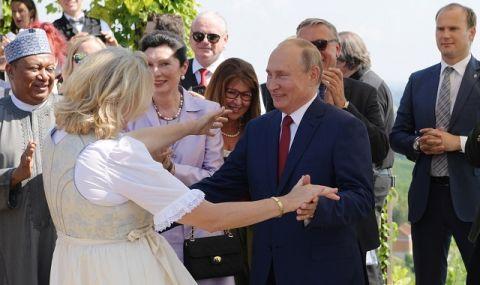 От Кремъл с благодарности! Бивша австрийска министърка, танцувала с Путин, стана директор в
