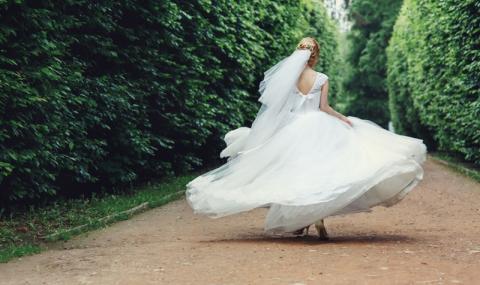 Булка избяга от сватбата със свекъра, а младоженецът залюби...