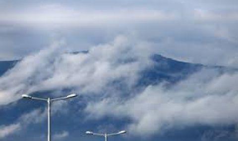 Валежите спират, вятърът ще духа със 100 км/ч - 1
