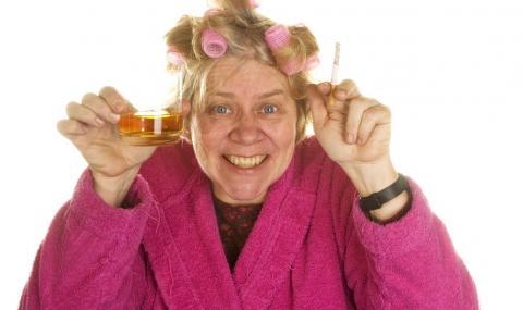 Изолирана баба си поръча уиски