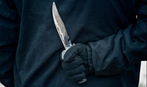Самотна жена грабна кухненски нож и...