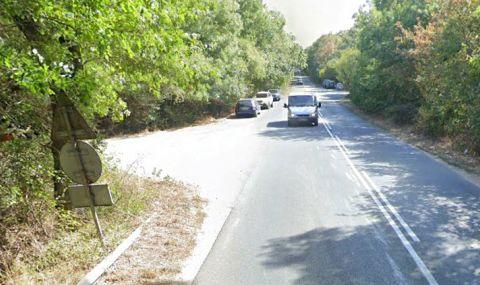 Тежка пътна катастрофа край река Ропотамо, лек автомобил помля мотоциклет