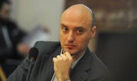 Атанас Славов отговори на ГЕРБ: ДБ не е нарушила Конституцията