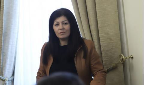 Севделина Арнаудова напуска МС