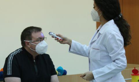 Здравният министър: Получих втората доза и след 10 дни ще мога да видя баща си