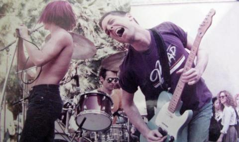 Почина китарист на Red Hot Chili Peppers