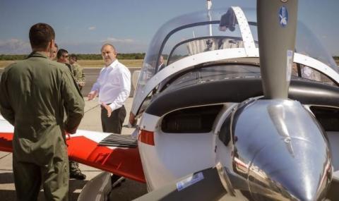 Радев посети военно-въздушна база в Хърватия