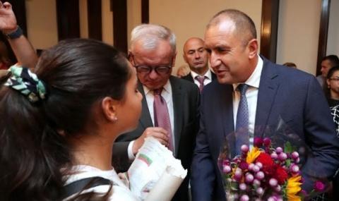 Радев призова сънародниците ни в САЩ да се върнат в България