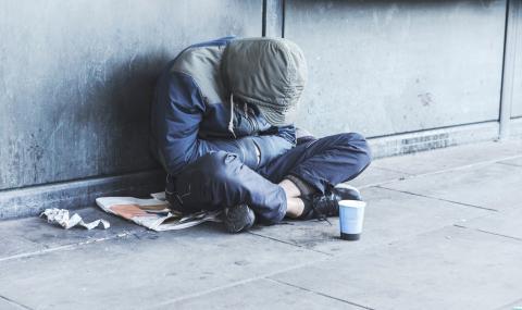 Кой ще се погрижи за най-уязвимите? В Италия има 50 000 бездомни