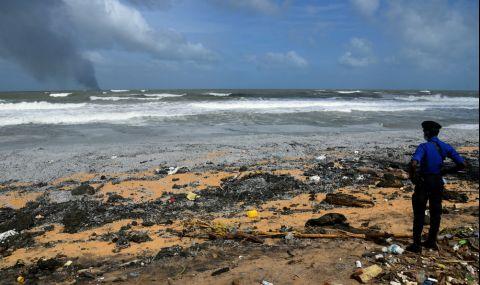 Потъващ кораб край Шри Ланка може да причини екологично бедствие