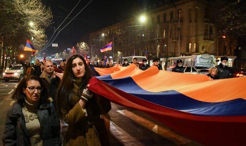 Армения отива на избори след загубата във войната срещу Азербайджан