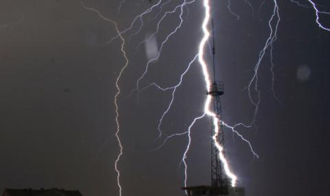 Гръмотевична буря предизвика редица щети във Видинско