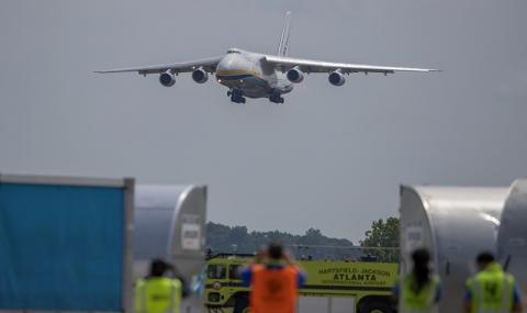 Китай ограничава до октомври международните полети