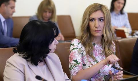 Ангелкова: Курортите ни са пълни с туристи