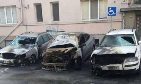 Взривиха три автомобила в центъра на Варна (СНИМКИ)