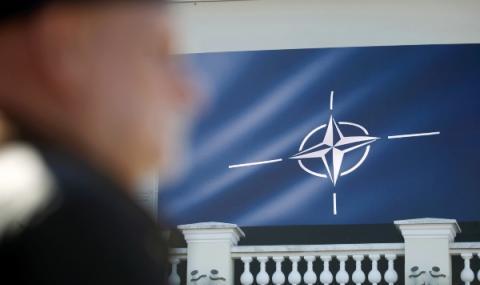 Франция и Германия все по-малко харесват НАТО