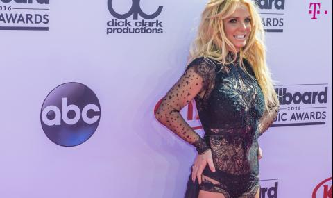Бритни Спиърс смути феновете си (ВИДЕО)