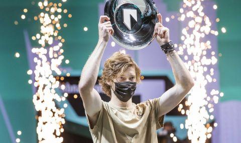 Рубльов грабна трофея от турнира в Ротердам