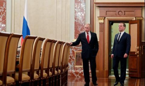 Къде Путин и Медведев посрещат Великден
