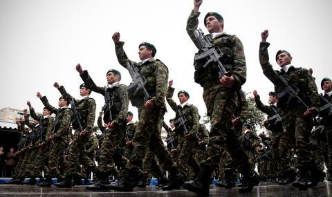 Гръцката армия спря отпуските заради Турция