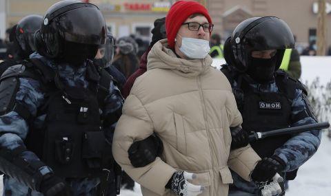 Стотици арестувани в Русия (СНИМКИ) - 1