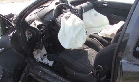 Две деца загинаха в Търговищко, катастрофирайки с лек автомобил посред нощ