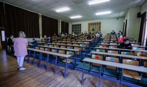 10 000 ученици отпаднаха от образованието заради пандемията
