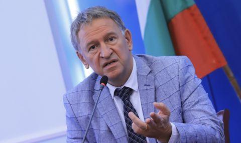 Кацаров: България жертва възрастните, като ваксинира първо младите - 1