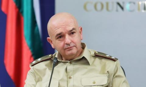 Мутафчийски съобщи дали има антитела и заяви, че ресторантите трябва да останат затворени