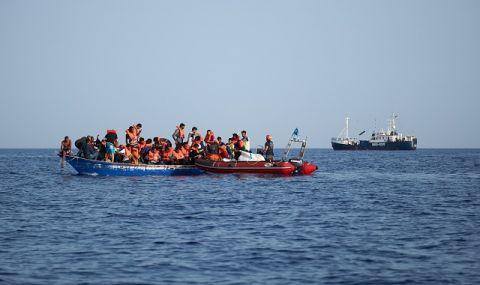 Лодка с десетки мигранти потъна край бреговете на Либия - 1