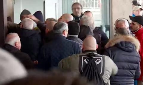 Локомотив (София) с много тежко наказание заради изцепките на феновете си