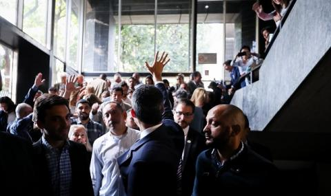 Опозицията: Мадуро разпуска парламента
