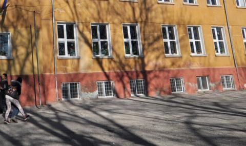 Минерална вода потече в столично училище