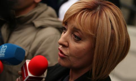 """Мая Манолова: Борисов ще избяга с джипа, но """"Борисов 3"""" да се готви за тръгване"""