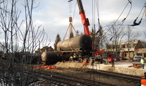 Две от цистерните в Хитрино са изведени на безопасно място - 13