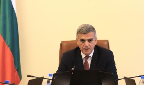 Премиерът Янев: Не овладяваме, а освобождаваме държавата