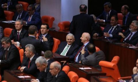 След пауза от 45 дни днес работа ще поднови турският Меджлис