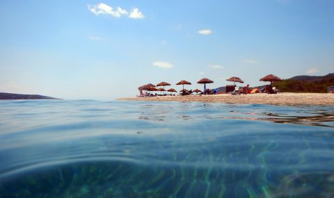 Британски туристи заливат Гърция