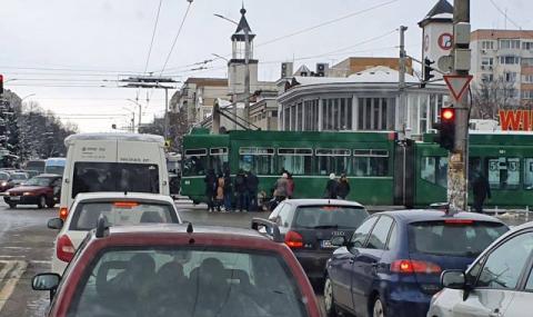 Трамвай прегази възрастен мъж в столицата