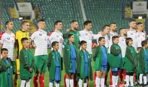 """Националите по футбол аплодираха """"отбора на родните медици"""" (ВИДЕО)"""