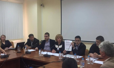 Манолова внесе в парламента промени за арбитражните съдилища
