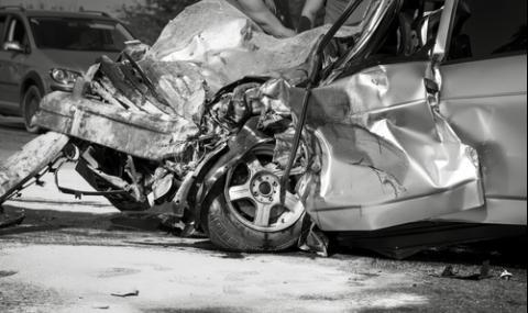 Мъж загина при тежка катастрофа край Пловдив, двама са в болница