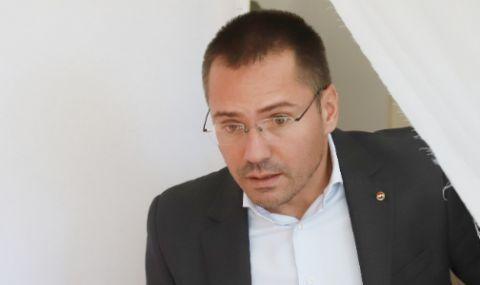Джамбазки за запаленото българско знаме в Северна Македония: Няма да допусна тази гавра!