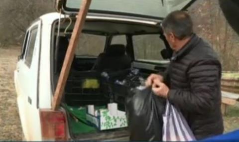 Кмет изминава по 60 километра, за да доставя храна на две села