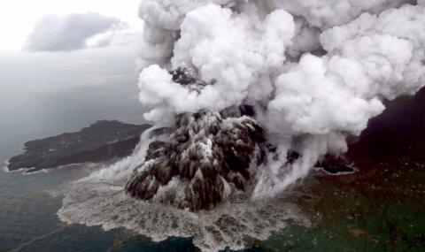 Изригна вулканът Анак Кракатау
