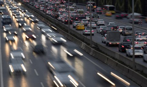 Колони от автомобили по магистралите в Турция