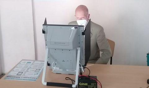 И Симеон Сакскобургготски гласува в София