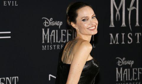 Анджелина Джоли се разходи в бяло из Ел Ей (СНИМКИ)