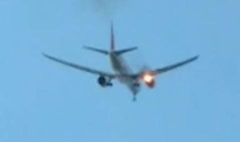 Самолет с 347 пътници кацна аварийно заради пламнал двигател