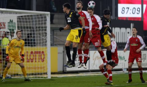 Борусия Дортмунд с нова загуба, Волфсбург пак победи